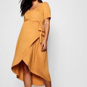 Boohoo • Maternity Wrap Front Belted T Shirt Dress
